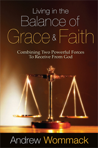 Living In The Balance Of Grace And Faith - Paperback